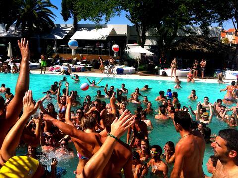 Organización de Despedidas de Solteras y Solteros en Tarifa - Fiesta en piscina para despedidas en Tarifa