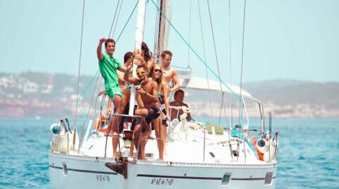Organización de Despedidas de Solteras y Solteros en Tarifa - Fiesta en barco para despedidas en Tarifa